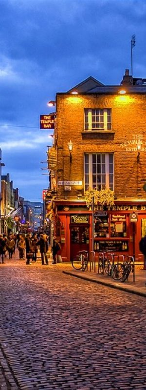 stock-photo-temple-bar-district-in-dublin-at-night-100904953+